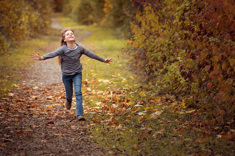 jigsaw puzzle example girl running in woods